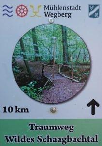 grün weißes Schild Traumweg Schaagbachtal - wilde Schaagbachtal
