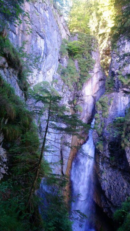 Dietersbachklamm Hölltobel Wasserfall mit Aussichtsplattform
